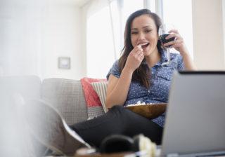 ケチャップをキャッチ!?「オンライン飲み会」を盛り上げるテク