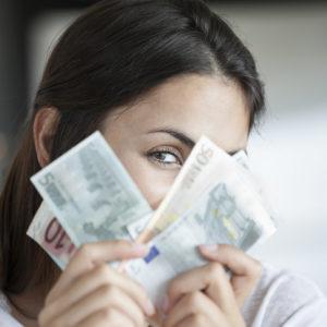 年間10万円が浮く!?…「大人女子の簡単節約術」でお得に過ごす!