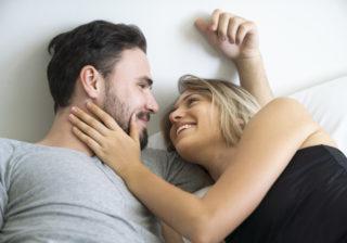 舐めるとチクッ… イチャイチャ中気になる「彼女のムダ毛」4選