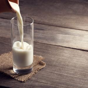 牛乳にオイルを垂らして…お家の食材がコスメになる!「簡単スキンケア」