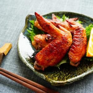 簡単揚げ焼きでヘルシー!…おつまみにもなる「鶏手羽先揚げ」レシピ