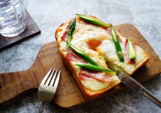 時短! 乗っけて焼くだけ…簡単朝食レシピ「カルボナーラトースト」
