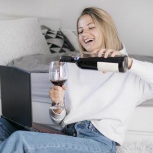 家飲み飽きた?… 「進化したオンライン飲み会」でマンネリ打破!