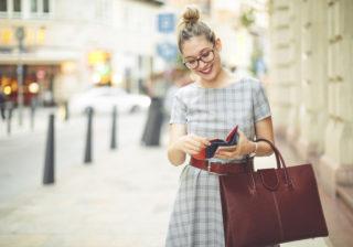 財布の色2位は黒、1位は?…女性約200人に聞いた「お財布の選び方」