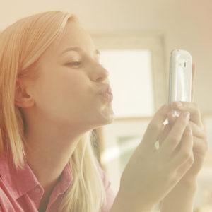 iPhone、Androidどっち派?…女性約200人に聞いた「スマホの選び方」