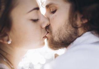 300回も…!? 男が愛を感じた「彼女の熱烈キス」4選