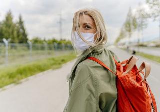 ウイルス対策にアレは必需品!…女性約200人に聞いた「バッグの中身」