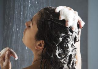 やり方間違ってない!? 梅雨時期でもうねりづらい「シャンプー&セット」の方法