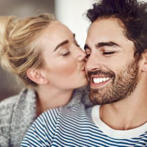 嬉しすぎる彼女からのキス…男性が胸キュンしたエピソード4選
