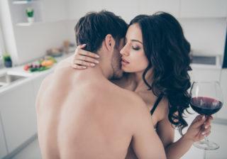 アソコを見せて…酒ナシでも「セックスが盛り上がる」簡単テク