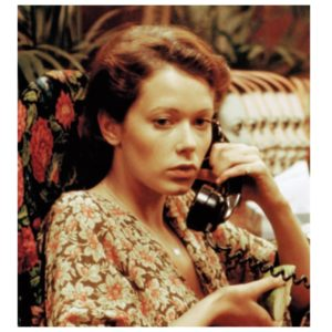 透けるおっぱいの美しさ!  エロカワイイ『エマニエル夫人』の魅力