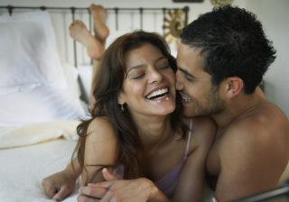 アソコをナデナデ…♡ エッチ中「男が欲情しまくった」彼女の体位4つ