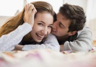 このままシてもいい…? 男性がキスの最中に「こっそり考えていること」4つ