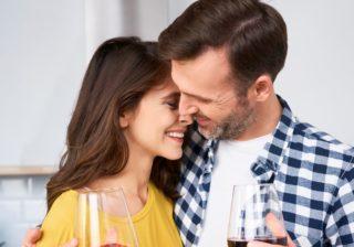 ゾクゾクッ…♡ 男性が惚れた「酔っ払い彼女からのキス」4選
