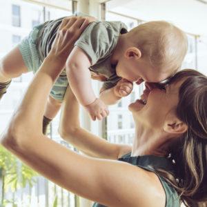 体が自然に揺れ出す…「ママになった女性」のあるあるエピソード4つ