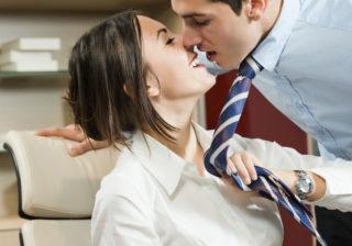 【血液型別あるある】O型男性は濃厚なキスが好き…♡ 男性が感じる「キスの方法」