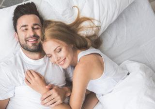 ずっと触れ合っていたい… ベッドの中ですると「彼が喜ぶコト」4つ