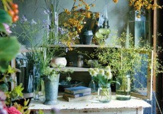 花のある暮らしは気軽に 水を替えるたびにやるべきこととは?