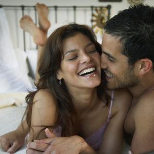 つまんでコリコリッ… セックス中の男が興奮する「乳首テク」4つ