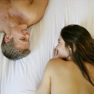 セックスは増えた? 減った?…女性約200人に聞いた「2020年のH事情」
