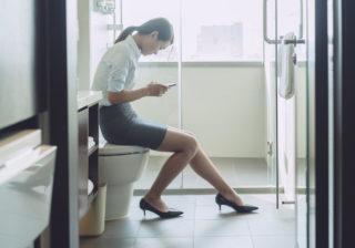 男性には絶対に言えない…! 女性が「トイレでこっそりすること」3つ