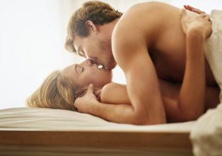 アレが長いと…♡  セックスが上手い男性の「意外な特徴」4つ