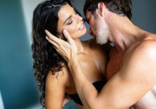 Gスポットをグリグリ押されて… 女性が何度もイッた「年上彼の凄腕セックス」4選