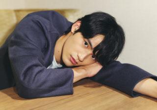 岡田健史「綾野剛さんとの出会いは初日から衝撃の連続」転機の瞬間を語る
