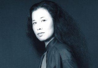 「すごい日本人」デザイナー・石岡瑛子の大規模回顧展 その哲学とは?