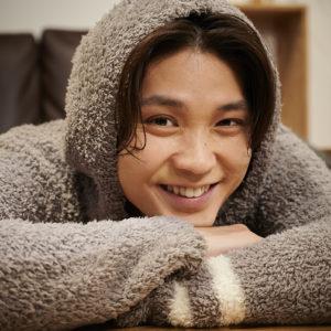 磯村勇斗が「触れてみたい」髪って? 憧れのモテ髪に近づけるヘアケアアイテムも!