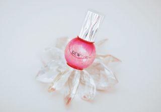 """ピンクの粒がはじけて浸透! エイジングケアも叶う""""導入美容液""""誕生"""