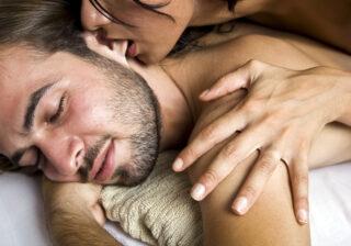 お口でパクッ…♡ 男性が悶絶する「冬のエッチテク」4選