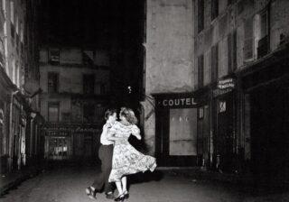 """パリの""""街角""""が舞台のおしゃれな写真で旅行気分 ロベール・ドアノーの展覧会"""
