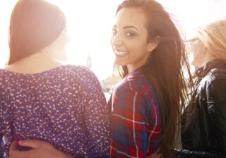 愛されモテに通じる極意!…「同性から好かれる」女性の特徴4つ