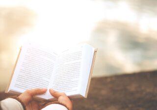 詩の楽しみ方は「パッと開いたページを」 現代詩人・水沢なおの教えるコツ