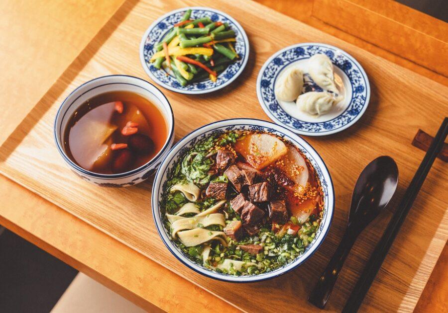 """薬膳スパイス×モチモチ麺で体ぽかぽか! 国内で食べられる本格""""蘭州牛肉麺"""""""