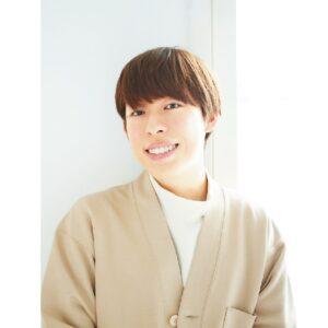"""美容男子・三上大進「女性""""らしく""""とか、好きじゃない」 ファンデの塗り方を伝授"""