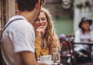 褒めると良くない!?…彼との距離がすぐ縮まる「効率的な会話テク」 #110