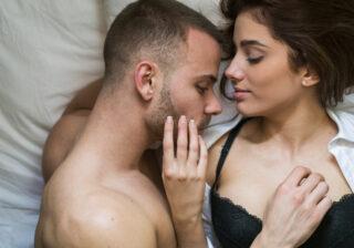 感じてる顔を見たい… 「女性のおっぱい」を触りたい男性の本音4つ