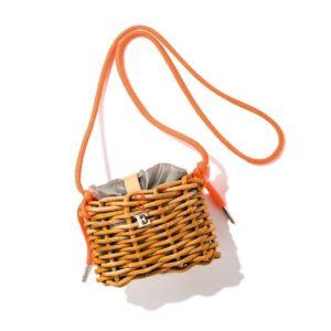 """小さな籠バッグなのにエコバッグが付いてる~! 今週の""""気になるモノ""""5選"""