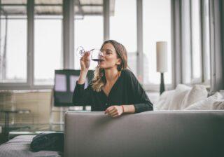 家飲みでつぶれない!…医師が教える「二日酔い予防の簡単なコツ」