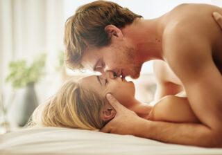 腰をバスンバスン…男性が3分でイカされた「究極セックス」4つ