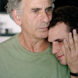 自閉症の息子と父親が命令無視で逃避行…金もあてもない旅で見つけた答え