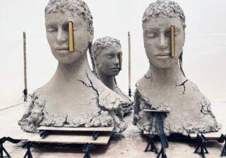 ゾクゾクする…世界的アーティストのミステリアスな話題作、公開!