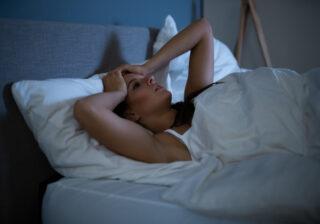 ベッドの上では何してる…? 寝る前の行動で分かるあなたの「本当の性格」