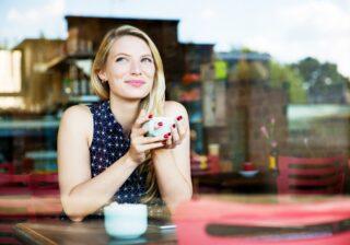 【心理テスト】コーヒーを飲んだ量でわかる!「あなたの今の恋愛傾向」