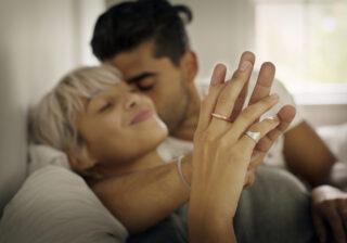 一日中ベッドの上で…♡ 彼が一緒にいて「幸せを感じた時」に出すサイン4つ