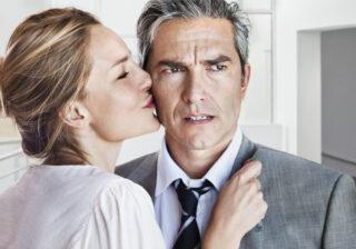 """職場の""""既婚者""""にまで手を出し… 女性たちが職場で見た「怖い女性の話」3選"""