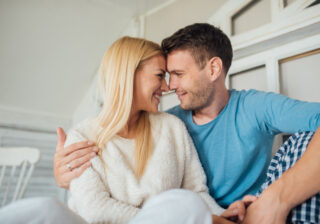 お腹をスリスリ触って… 彼が幸せを感じた「濃厚お家デート」4つ