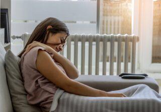 座りっぱなしで肩こりが酷い…! 「肩や首のコリを和らげる」簡単な方法 #107